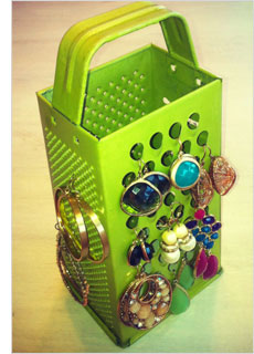 Homemade personalized gifts: Cheese grater jewelry organizer